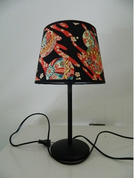 LAMP BLACK AND RED PESETA